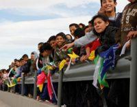 Мексиканцы встали «живым щитом» на границе с США