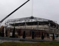 В Киеве демонтировали здание дельфинария «Немо»