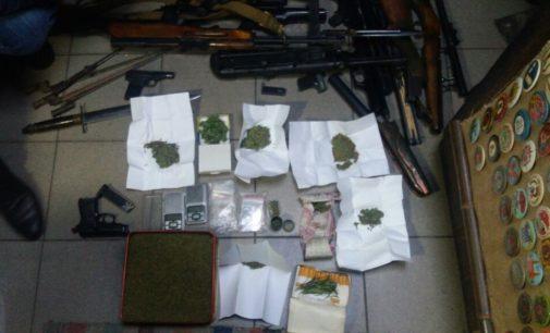 У жителя Николаева изъяли оружие и наркотики