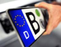 Гройсман предложил обязать владельцев авто на еврономерах доплатить налоги