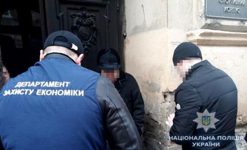Во Львове на взяточничестве разоблачили сотрудников службы ветсанконтроля