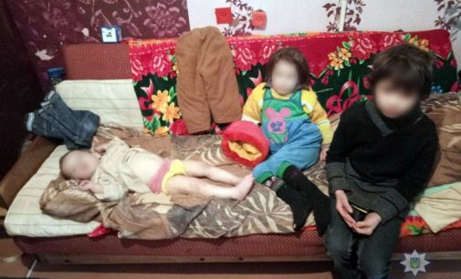 В Мариуполе мать на 3 суток бросила детей в квартире