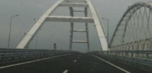 Соцсети потешаются над безлюдным Крымским мостом