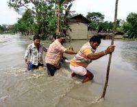 Страшные наводнения в Индии: сотни тысяч пострадавших
