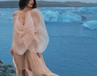 Даша Астафьева снялась в прозрачном платье на леднике
