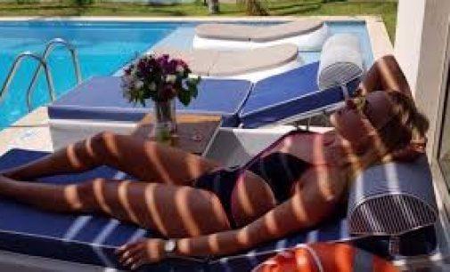 Леся Никитюк похвасталась подтянутой фигурой в купальнике